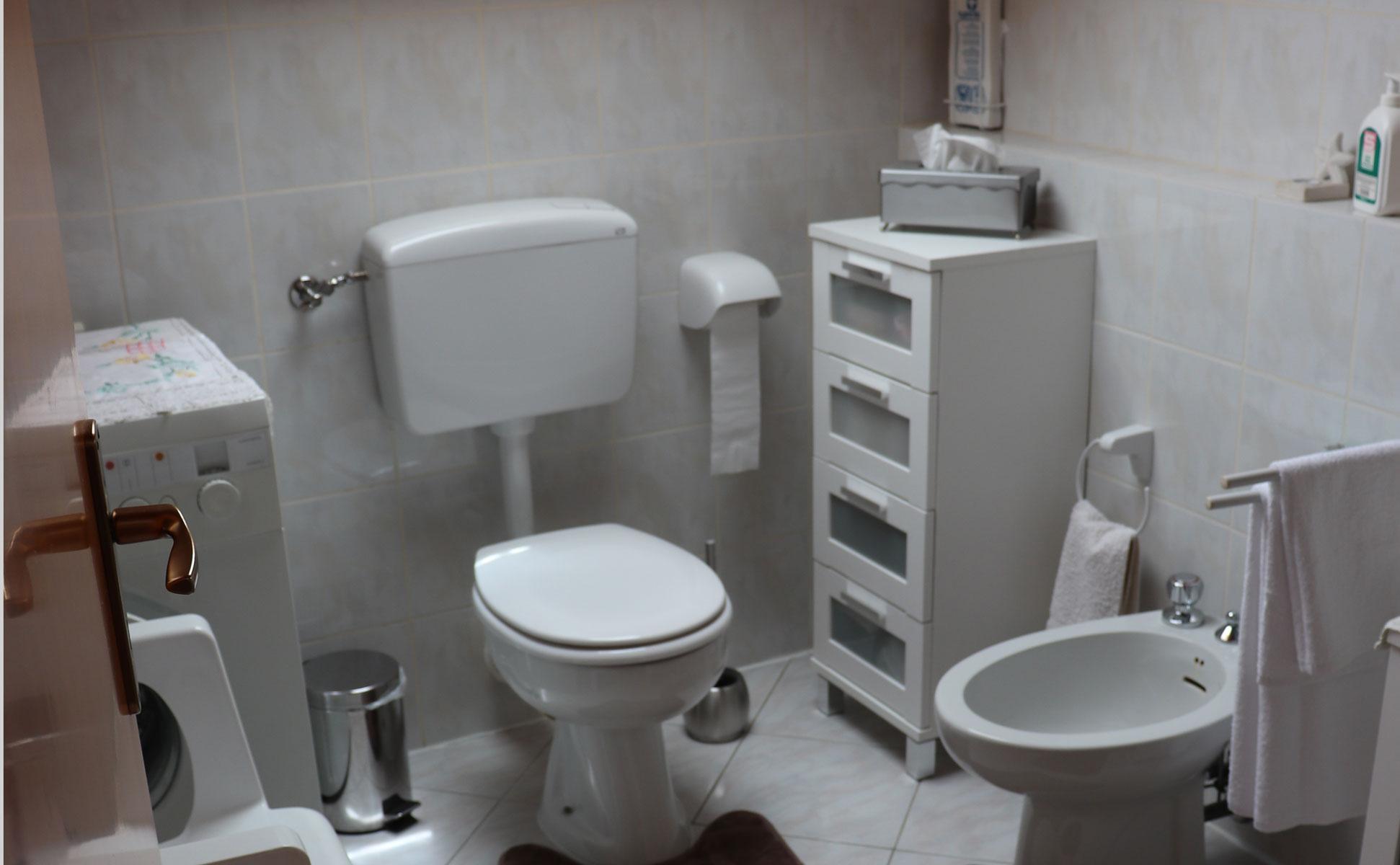 Badezimmer mit Waschmaschine © Ferienwohnung Spilinga | Tropea | Kalabrien - Casa Belle Vacanze