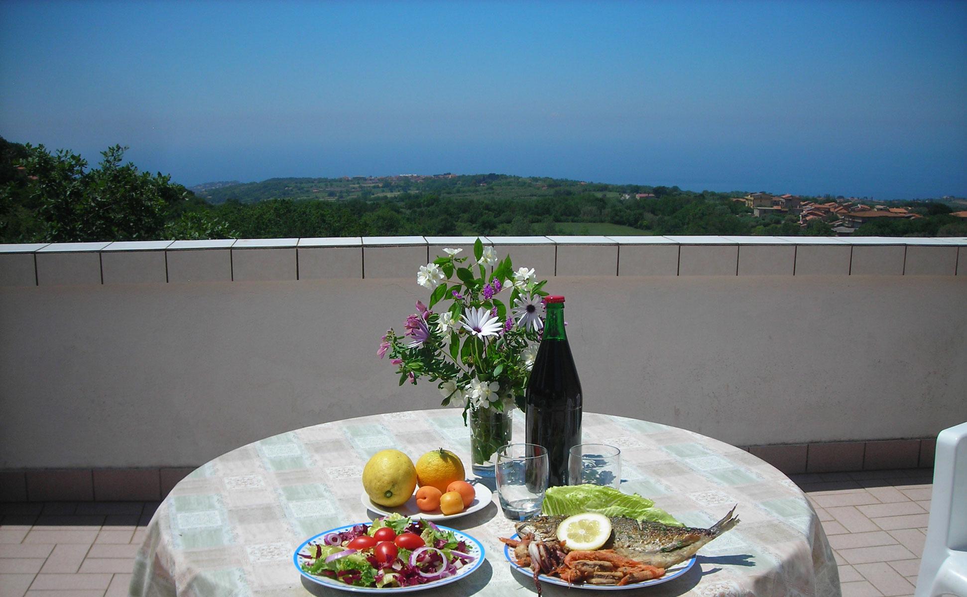 Dachterrasse mit gedecktem Tisch © Ferienwohnung Spilinga | Tropea | Kalabrien - Casa Belle Vacanze