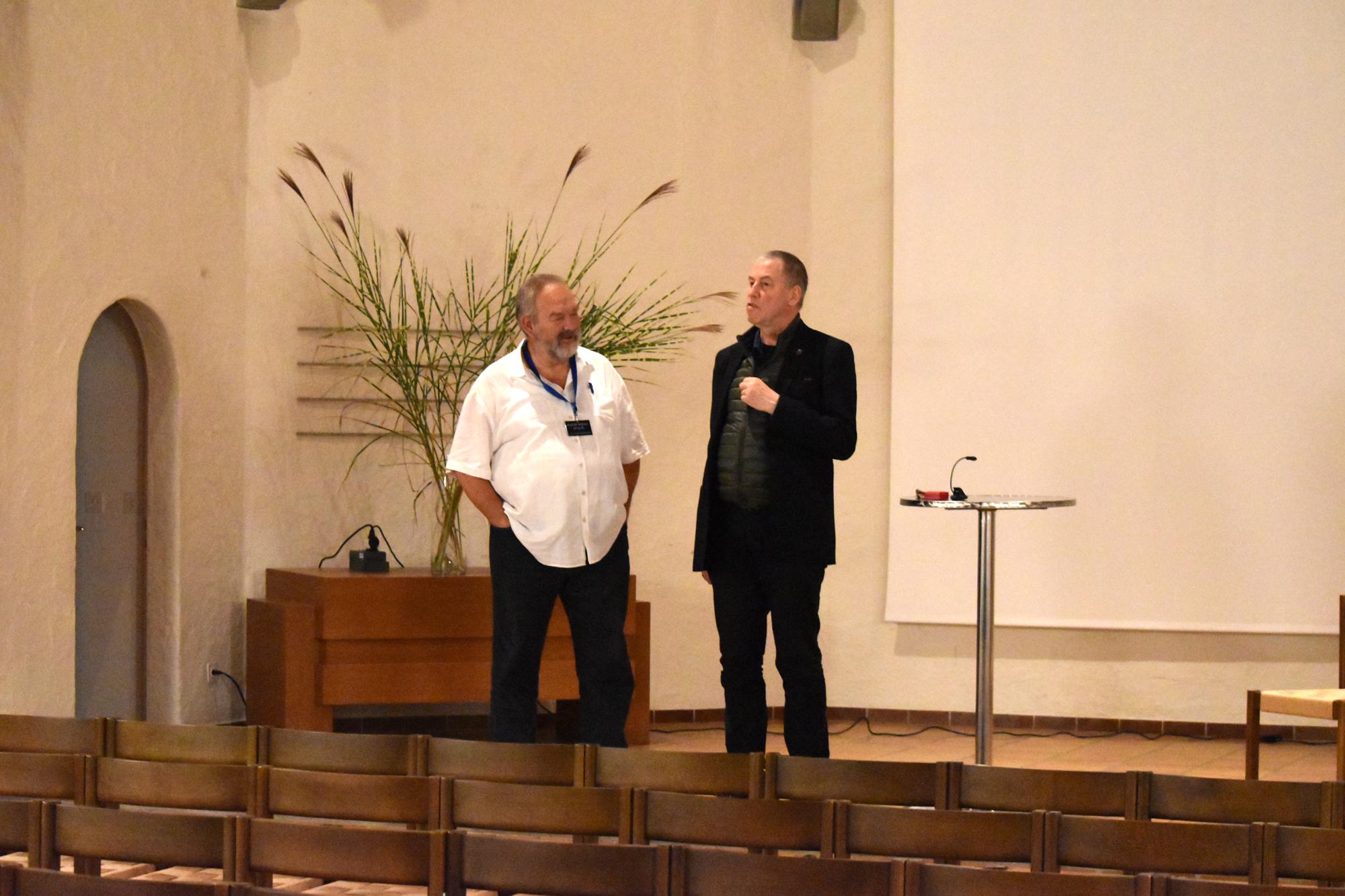 Christoph Hürlimann begrüsst unseren ersten Gast in der Kulturkirche