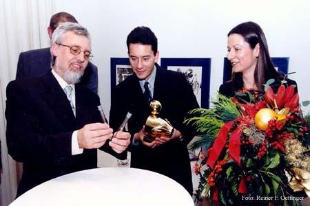 Verleihung der Goldenen Ente 2000 an Laurent Brunner und Sylvie Hamard durch den LPK-Vorsitzenden Michael Kuderna
