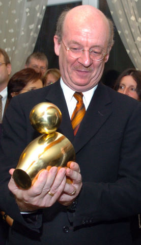 "Prof. Wolfgang Wahlster mit ""Goldener Ente"""