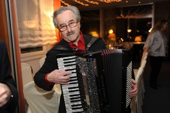"""Musikalisch wurde die Feier von den """"Schoenen"""" umrahmt; hier Akkordeonist Jean-Marie Bartz"""