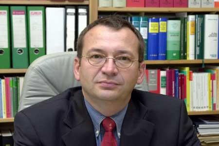 Preisträger der Goldenen Ente 2002: Raimund Weyand (Oberstaatsanwalt, Pressesprecher der Staatsanwaltschaft Saarbrücken)