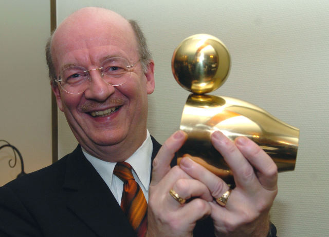 """Prof. Wolfgang Wahlster mit """"Goldener Ente"""""""