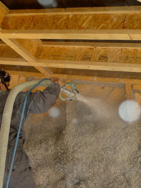 Murs : ouate de cellulose projetée humide
