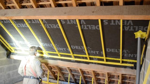 Pose des liteaux de maintien et de fixation des rehausses de toit