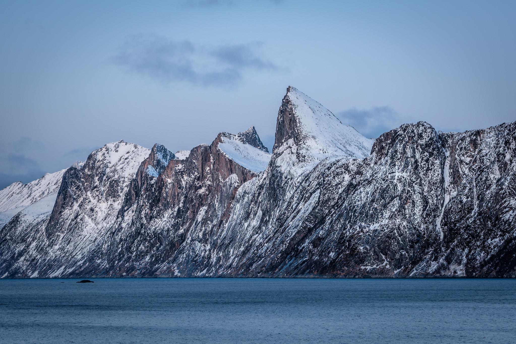 Die Kante der Segla - 600 Meter nahezu senkrecht ins Meer