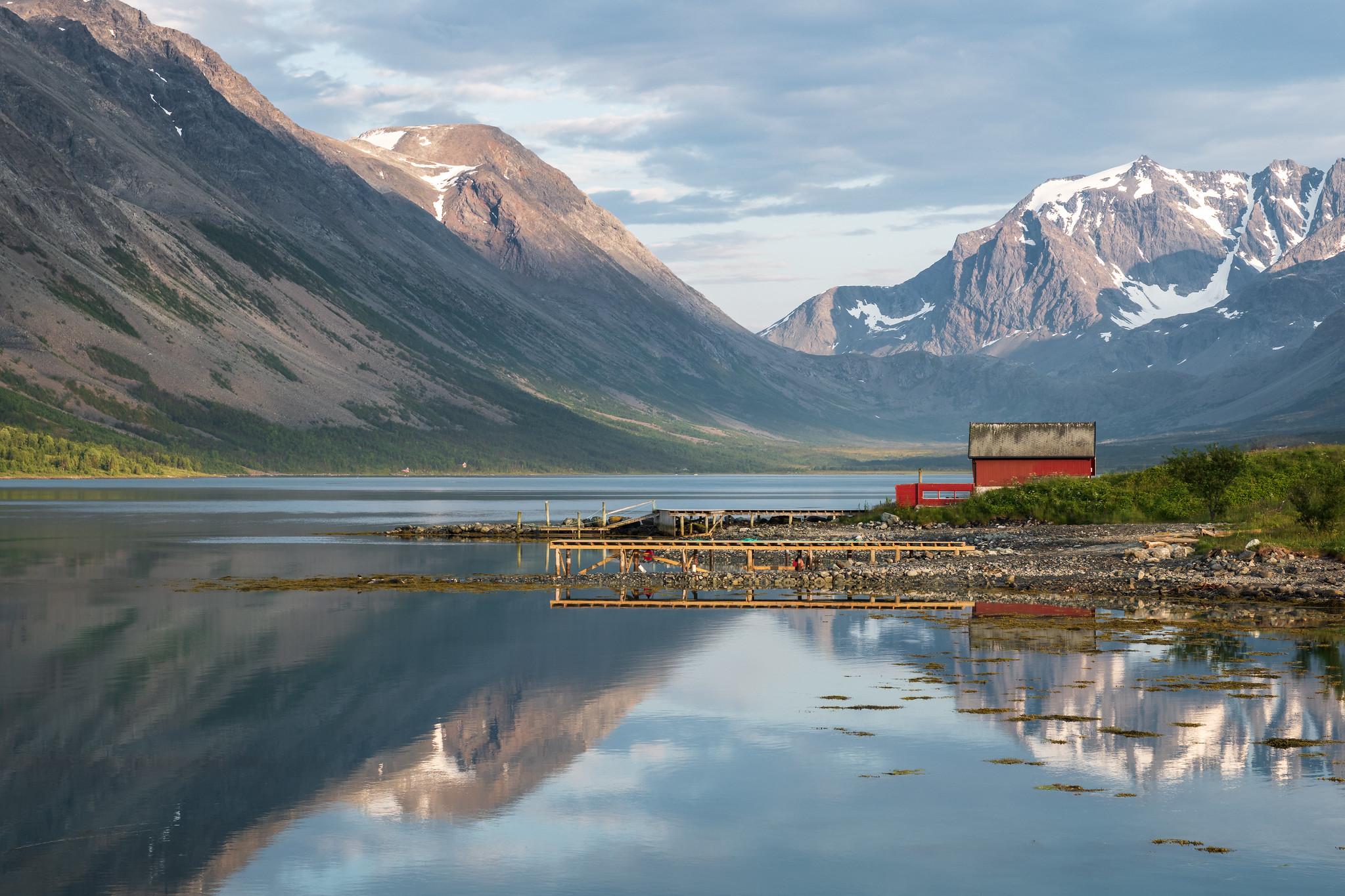 Wundervolle Spiegelung im Fjord bei Nordlenangen