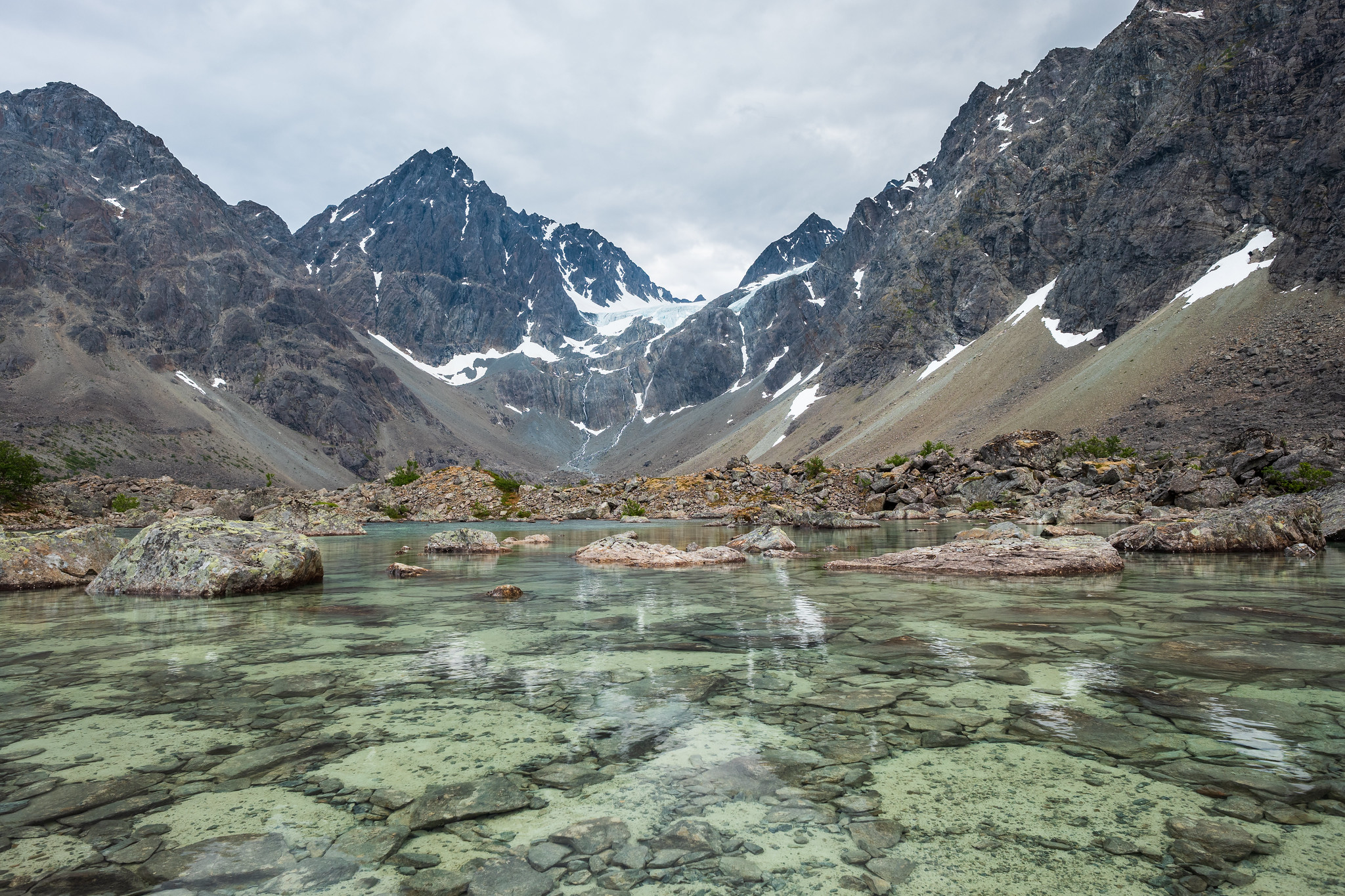 Das ist nicht der berühmte Blåisvatnet, sondern nur so eine Art Vorteich - allerdings mit interessanten Strukturen am Grund