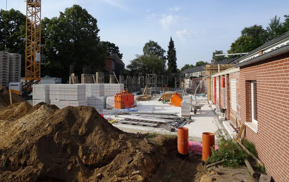 Aus dieser Perspektive erkennt man im Hintergrund die Vorbereitungen zum Gießen der Wände.