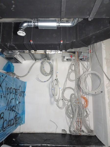 Kabel im Versorgungsschacht