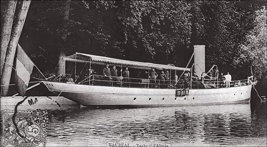 Henri Menier — L'Almée, petit vapeur de rivière, est entièrement réalisé par Henri Menier. Quand ce petit steam-yacht navigue en mer il est gréé de trois mâts qui servent uniquement à arborer les pavillons.