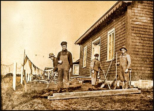 Tancrède Girard et des travailleurs en 1920