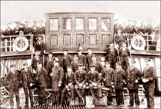 Le Capitaine M.P. McElhinney avec ses officiers et matelots sur l'Aberdeen  en Écosse pour prendre livraison du bateau le 27 août 1894. De retour à Halifax le 7 septembre. Peu après le capitaine devint expert  au ministère de la Marine et des pêches.