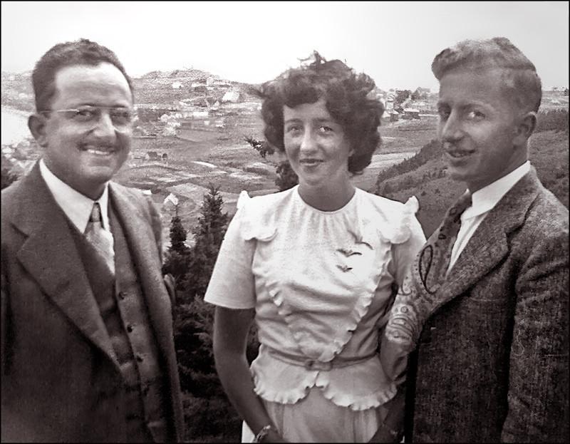 Albert Quesnel (Fils de Jules Amédée Dorcineau, frère d'Adélard), Suzanne Canac-Marquis et Etienne Corbeil. Photo prise à Port-Daniel en Gaspésie en1947 où Albert était médecin. Auparavant il avait été médecin sur l'île Anticosti