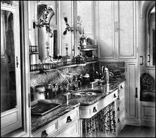 Salle d'eau de la Bacchante (source: musée Quai d'Orsay, fond Menier)
