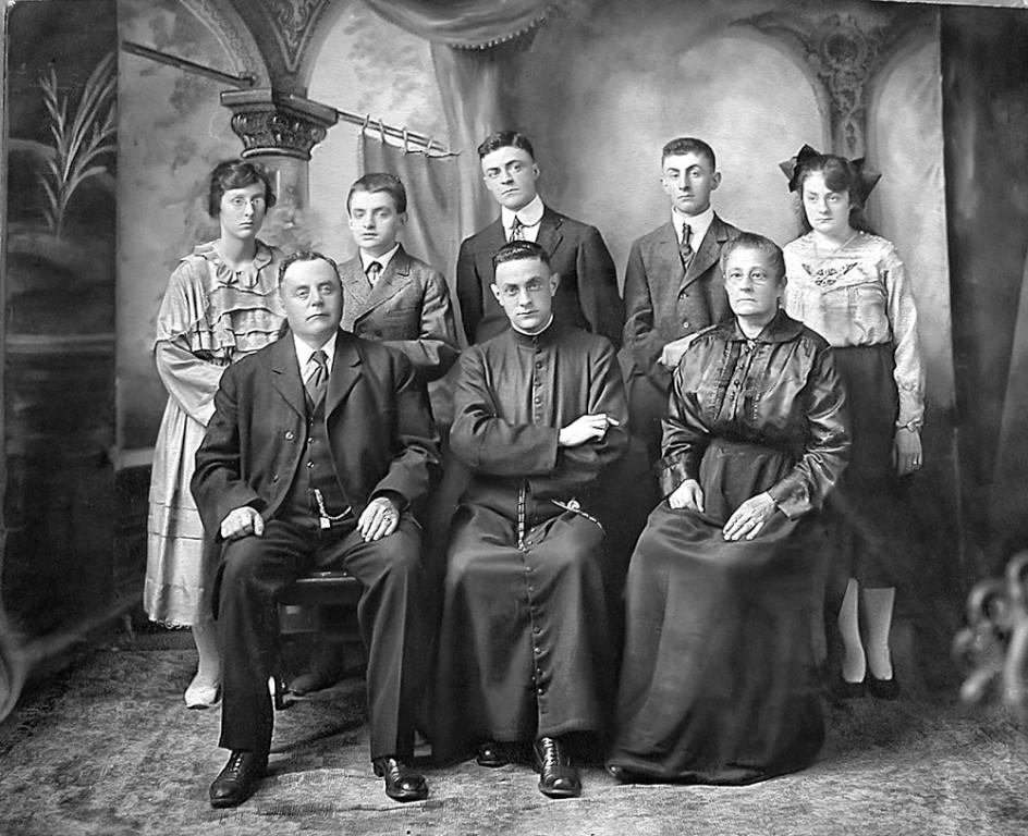 Madeleine, Gustave, Lionel, Julien, Simone, Adélard, Paul, Émilia