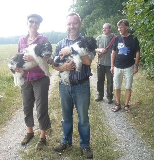 Anja mit Arthur, Klaus mit Amara ht. l. Stefan, Andreas
