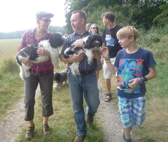 Anja mit Arthur, Klaus mit Amara, Lennart