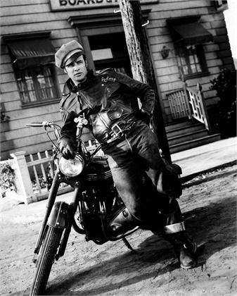 """Marlon Brando nel film """"Il Selvaggio"""" foto in bianco e nero"""