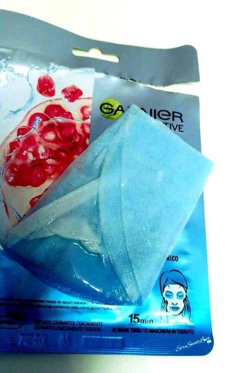 Bustina Maschera in tessuto hydra Bomb Garnier imbevuta di prodotto