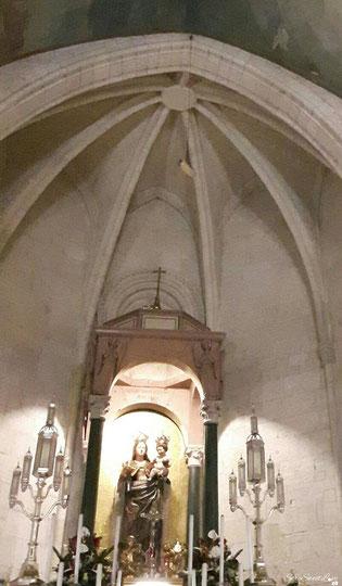"""Madonna di Bonaria con appeso in alto sull'abside la """"navicella d'avorio"""""""