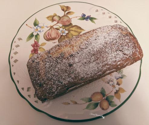 Banana Bread servito sul piatto da portata