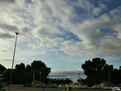 """Di fronte alla Basilica si può vedere il mare """"de su Siccu"""""""