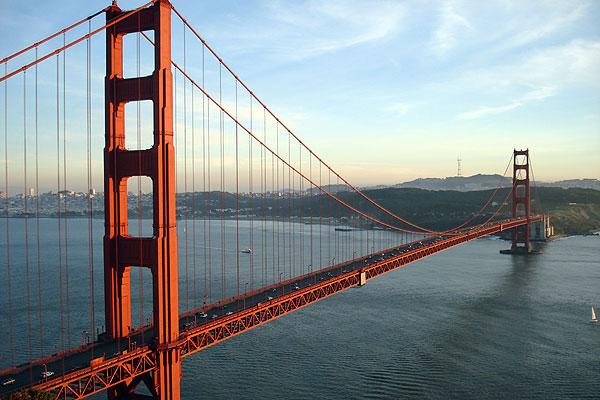 """""""Golden Gate Bridge"""" durante un tramonto che risalta molto bene il suo effettivo colore"""