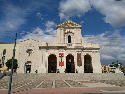 Basilica e Santuario con il grande piazzale di fronte