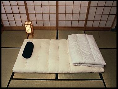 Futon tradizionale , semplice materasso appoggiato sul Tatami