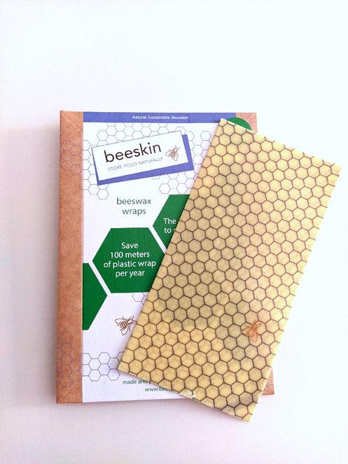 Pellicola alimentare naturale alla cera d'api pure sopra il tavolo Beeskin