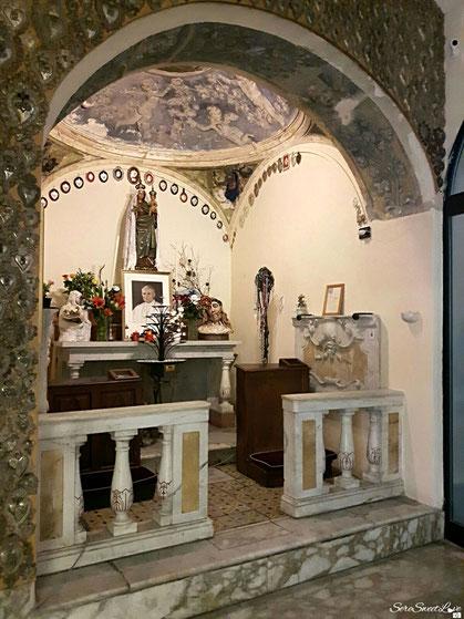 Altare con i cuori di Gesù, dedicato a Giovanni paolo II e la Madonna di Bonaria