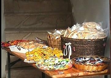 """Una delle varie case di Lodè con tante cose da donare ai bambini  che vanno a """"Zumpare su Ocu"""""""