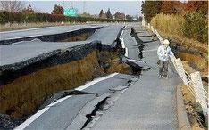 Terremoto devasta strada