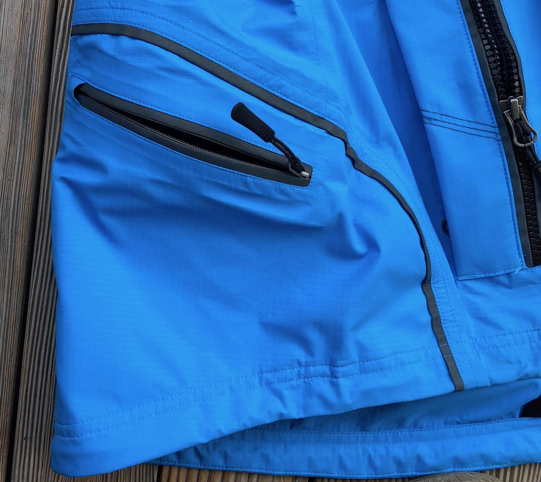 REFUGE - Detail extra Rückentasche