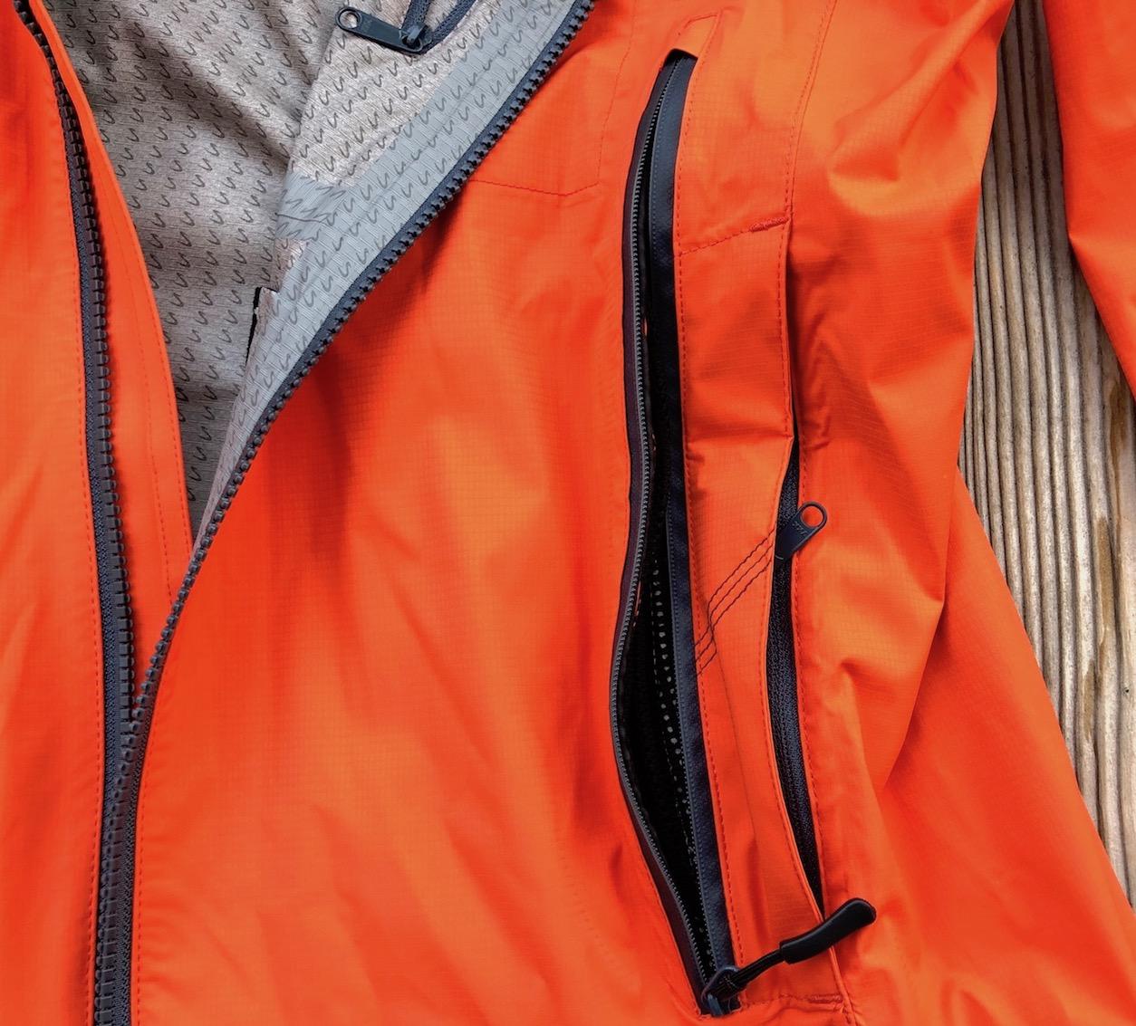IMBA - Fronttasche und Reißverschluss zur Belüftung