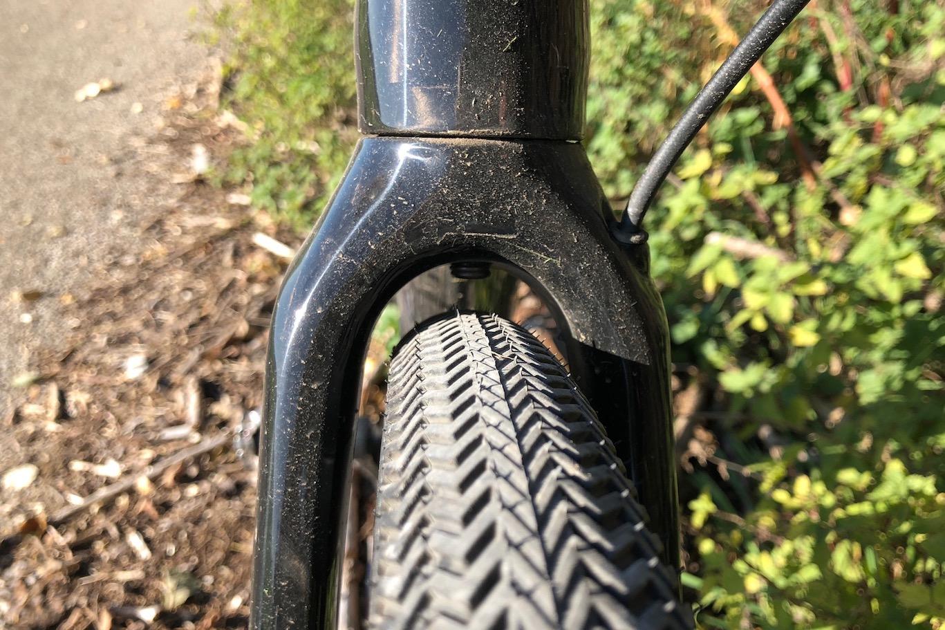Reifenfreiheit an der Gabel bei 38 mm Sawtooth Reifen