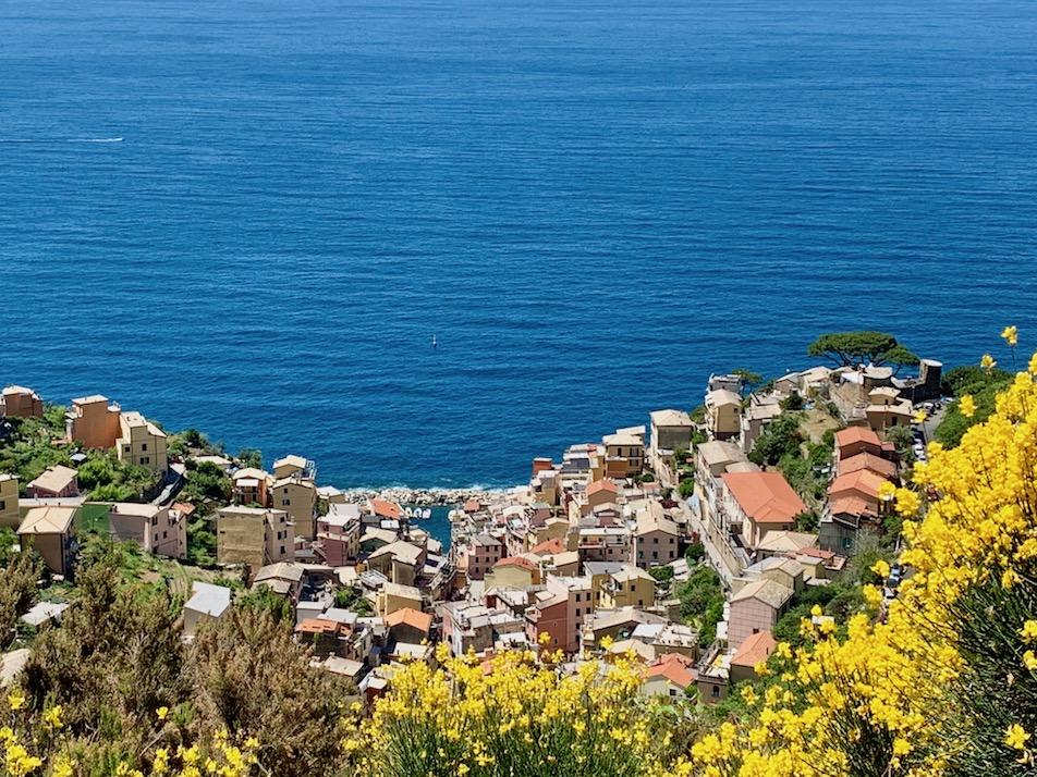 Im Nationalpark Cinque Terre - Blick auf eines der typischen Dörfer