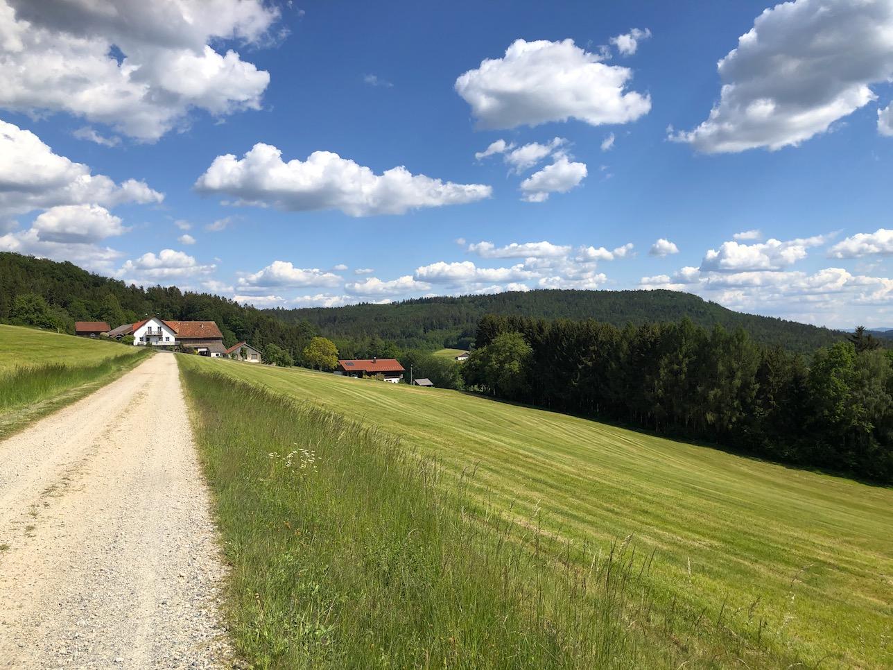 Schotterstraßen auf der Trans Bayerwald
