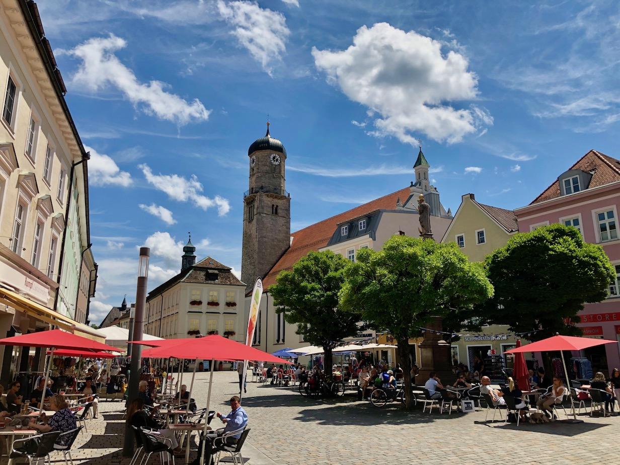 der Marienplatz in Weilheim bietet sich für eine Pause an