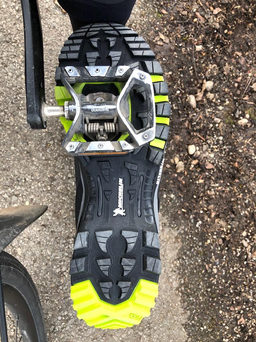 Schuh im SPD-Pedal eingeklickt