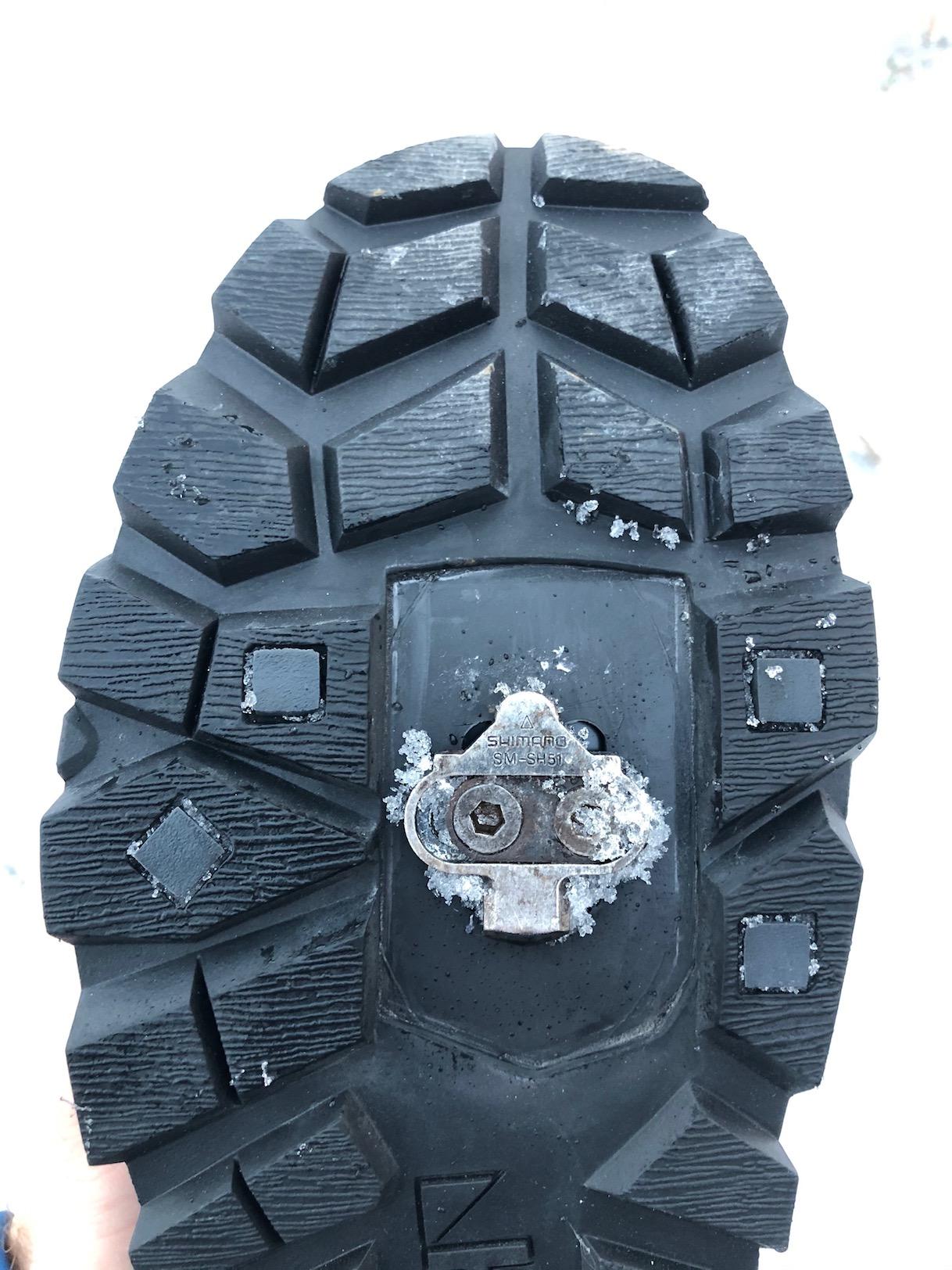 viel Platz zur richtigen Positionierung der Cleats an der Schuhsohle