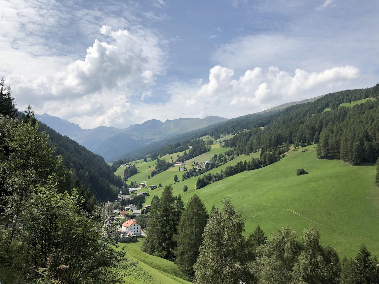 Beginn der Auffahrt zur Sattelbergalm