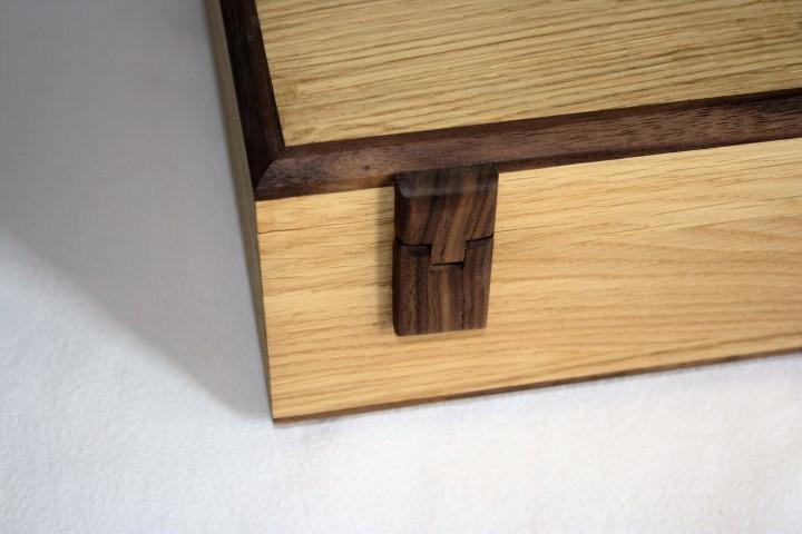 Holzscharniere für eine rustikale Optik