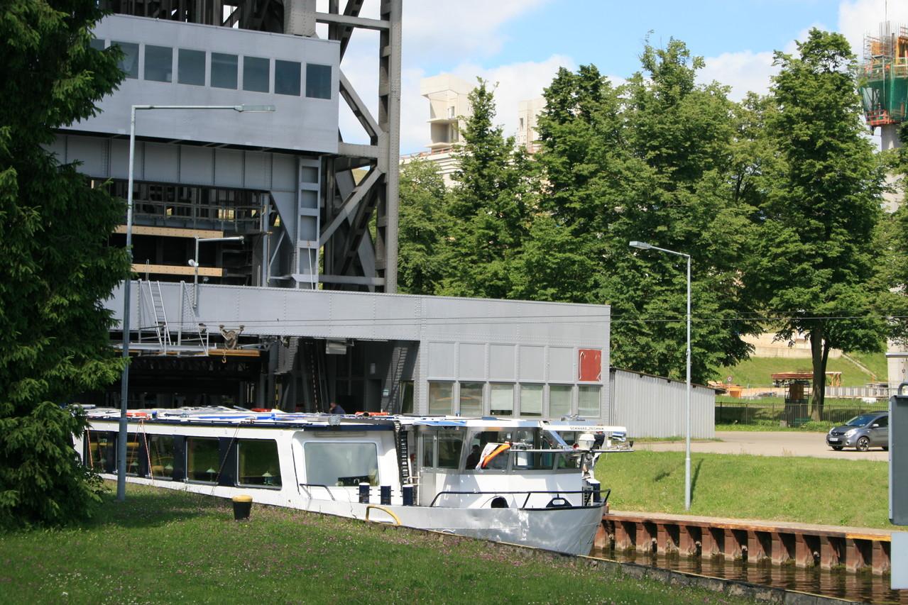 Ausfahrt aus dem Schiffshebewerk, ein monumentales techn. Denkmal, Foto: Meinert