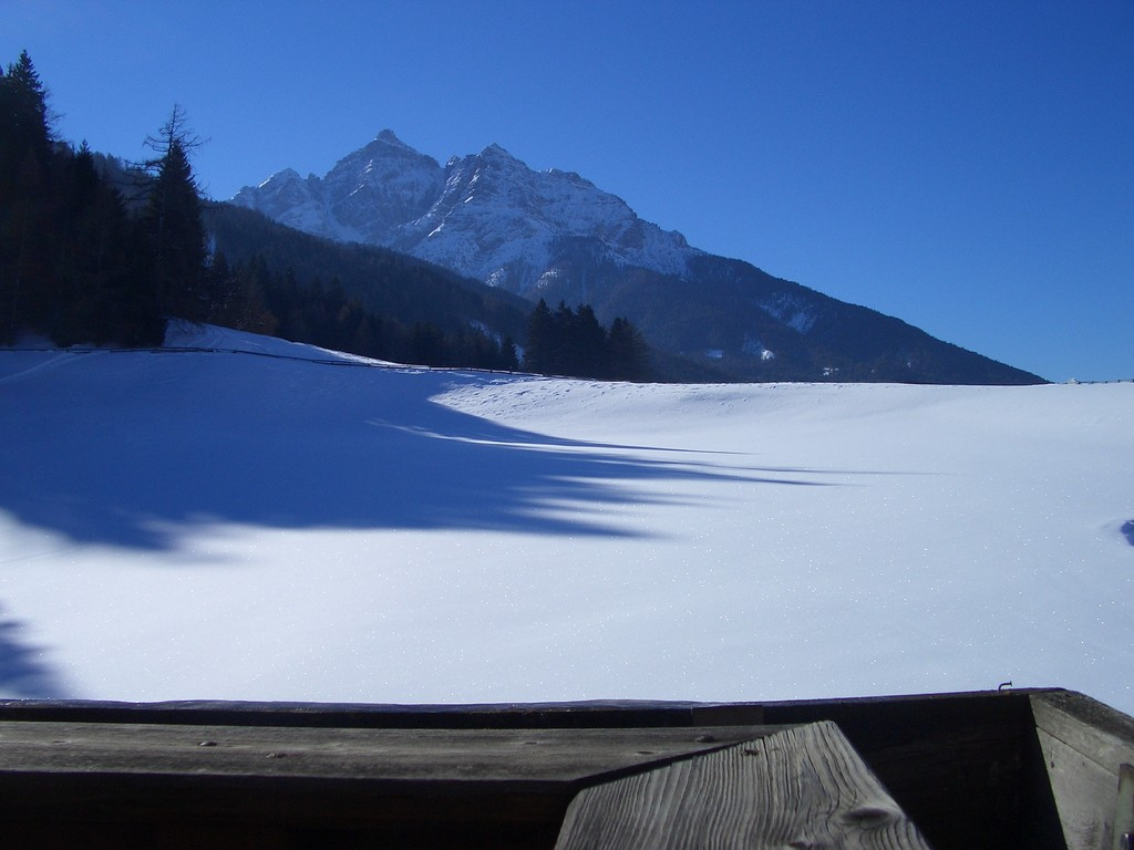 Sicht von Appartement Tirol auf den Berg Serles