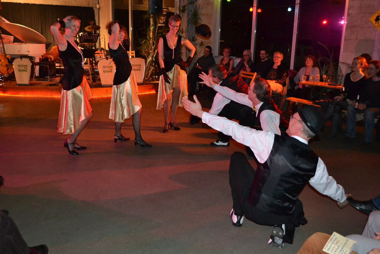 Die Sultans of Swing und den Tänzern Hep Cats