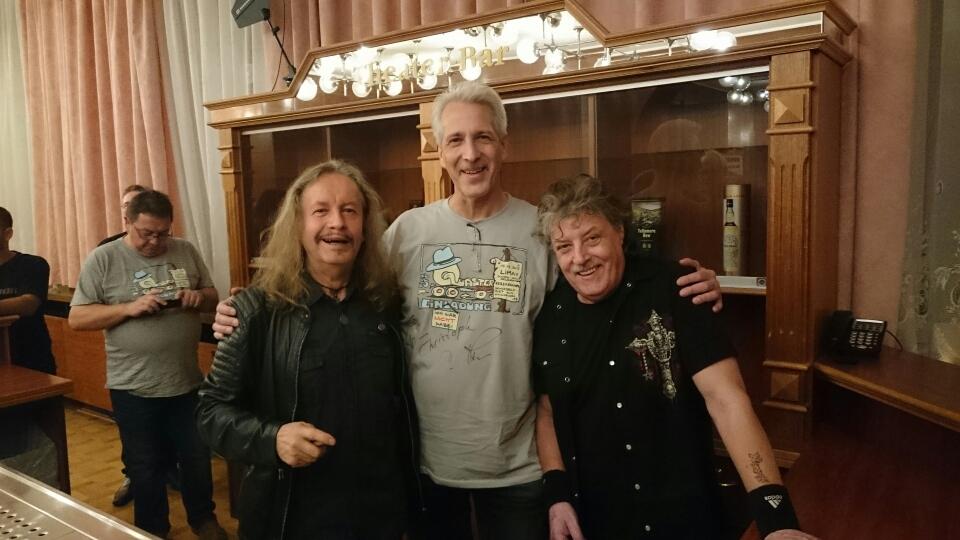 Hans-Christoph und die zwei Musiker.