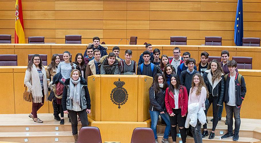 Estudiantes de 2º de Bachillerato en el Senado